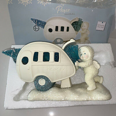 Department 56 Snowbabies Peace Collection Delivering the Tree Porcelain 5 Inch