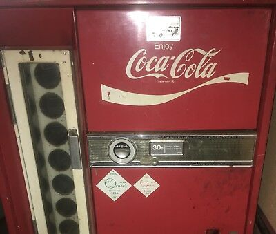 Coca Cola (Coke) Vendo H63A Machine 1960 w/VT25 Refrig unit ~Still Gets COLD!~