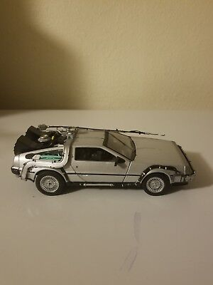 WELLY 1:24 DELOREAN TIME MACHINE BACK TO THE FUTURE DIECAST MODEL -No Box