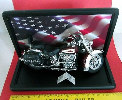 Harley-Davidson Heritage Softail Classic 1/10 scale Model with display case