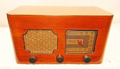 FEDERAL RADIO MODEL 1028T table radio in very nice condition