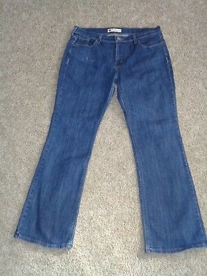 c1dce21f136 WOMENS LEVI S 515 Boot Cut Stretch Jeans. Size 8S Blue. 28 1 2 ...