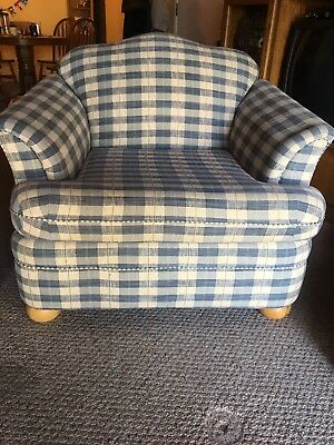 Love Seat & Chair (Couches/Sofas)