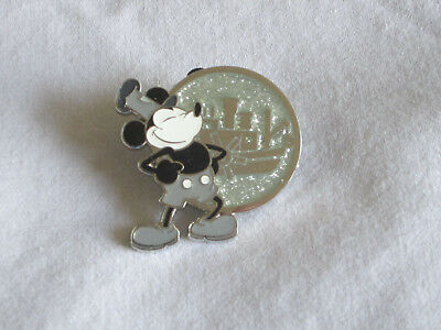 Disney Mystery Pin Disneyland Celebrate Mickey Mouse Party 90 Steamboat Willie