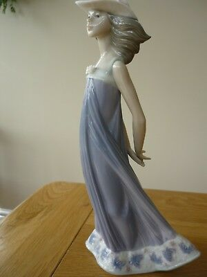 Lladro - Figurine 5644 - Susan -  issued 1989 retired 2007 rare mint condition