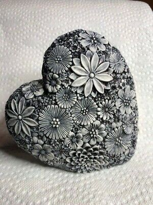 Neil Eyre style floral daisy large solid heart love valentine charcoal flowers