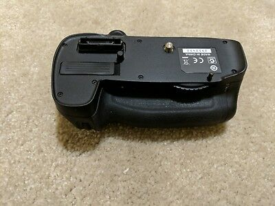 Battery Grip for Nikon MB-D14 Battery Grip for D600/D610, used as is