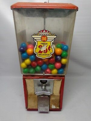 Vintage Northwestern vending Bubble gum machine 25 cent working with key