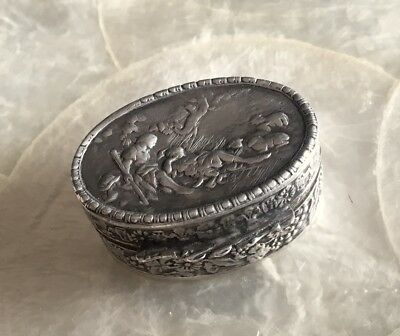 Vintage Peruzzi 800 Silver Repousse Snuff Box Pillbox Gold Wash Interior Italy