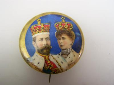 Vintage 1911 Coronation pin back badge King George V & Queen Mary           1697