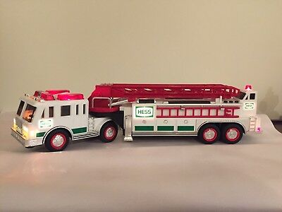 Collectible 2000 Hess Fire Truck w/WORKING LIGHTS and SIRENS!