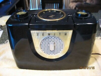 Vintage Zenith  Am Tube Radio Model J4024      Has Small Crack On Top