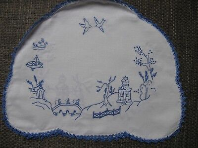 vintage BLUE WILLOW embroidered TEA COSY, white cotton, blue crochet trim