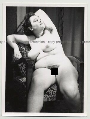 Chubby Nude On Armchair / Hairy Armpits (Vintage Photo Spain 1950s/1960s)