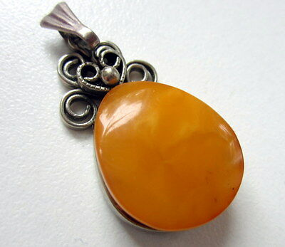 Beautiful Genuine Antique Butterscotch Egg Yolk Baltic Amber Pendant 4,07gr.