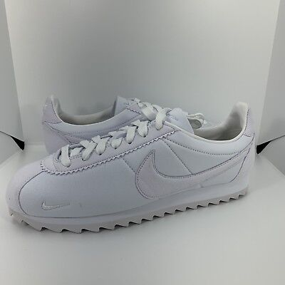 on sale 41b84 3d764 MEN'S NIKE CLASSIC Cortez Shark Low Sp Shoes Triple White 810135-110 Size  8.5
