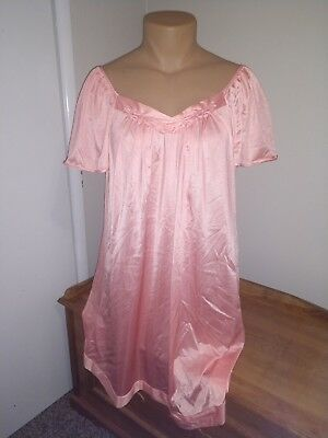 db77293f54b Vintage vanity fair nightgown Size XL Pink Scoop Neck Lingerie