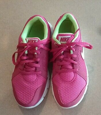 1b44a697c Girls-Nike-athletic-running-shoes-Youth-size-4.jpg
