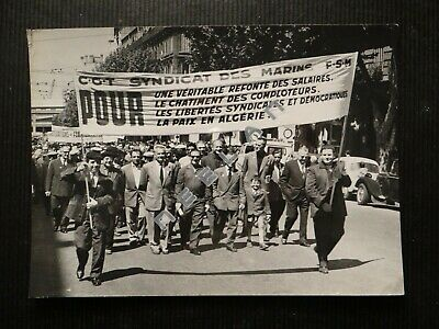 Ancienne Photo Originale Défilé De La Cgt Marine A Marseille Pcf Pc Syndicat