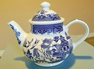 Churchill China Blue Willow Pattern Teapot 40 oz Made in England