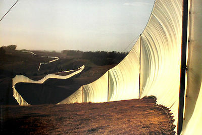 CHRISTO JAVACHEFF / Running Fence, Sonoma and Martin Counties, California, 72-76