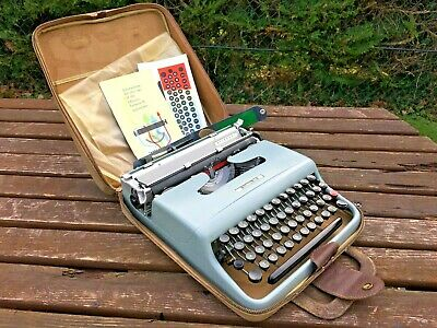 Vintage Olivetti Lettera 22 Portable Typewriter With Case 1960's Collectable