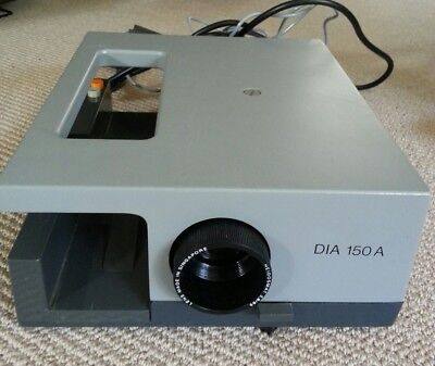 Dia 150A Slide Projector.  High quality with focus remote. Vintage Singapore