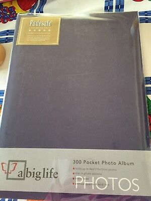 """Photo Album Holds 300 Photos 10 X 15Cms 6 X 4"""" Brand New Never Used Pick Up Only"""