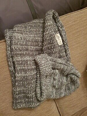 HOLLISTER grey Coloured Fleck Hat And Scarf Bundle