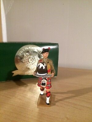 BWCSX Pipe Sgt Carrying Xmas Pudding by King & Country (Retired)