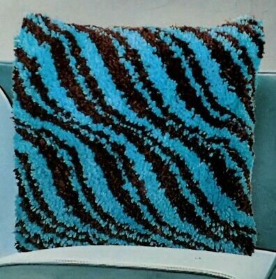 Anchor Living Designer Look Twill In Blue & Brown Latch Hook Pillow Rug Kit