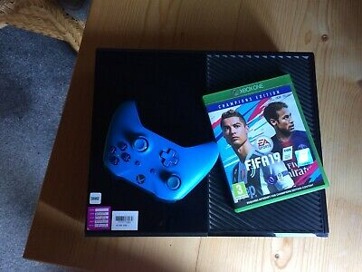 Microsoft Xbox One 500GB Black w/ 1 Controller and Fifa19