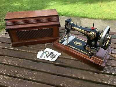 Vintage Singer Sewing Machine Hand Cranked With Wooden Coffin Case 1905 28k