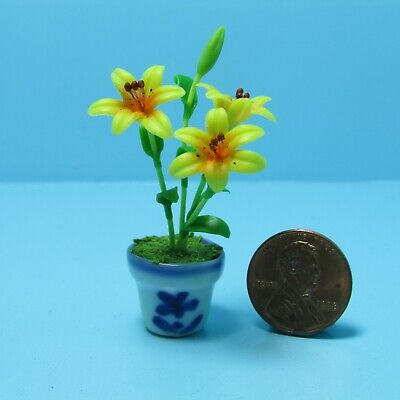 Dollhouse Miniature Calla Lily Flower Arrangement in Hanging Pot RP1211