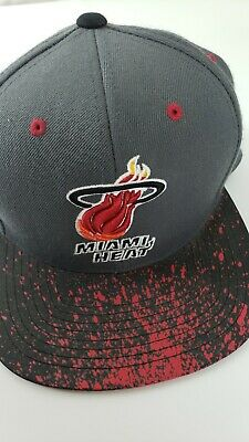san francisco 97820 a12a6 Mitchell   Ness MIAMI HEAT Men s Snapback Hat Adjustable Dark Grey Red Black