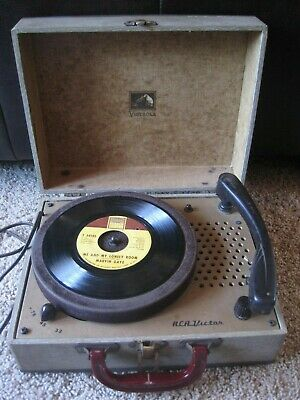 Vintage RCA VICTOR VICTROLA Portable Suitcase RECORD PLAYER Needs Work