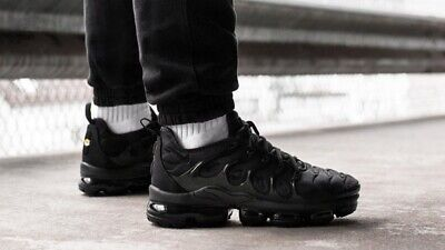 wholesale dealer e8cf0 b4d3a NEW NIKE AIR VAPORMAX Plus TN Triple Black Men's UK 9 Trainers READ  DESCRIPTION