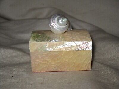 "Karen Robertson Collection Shell Trinket Ring Jewelry Box 2"" Made In USA"