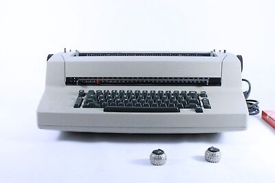 IBM Selectric II correcting typewriter Brown For parts does not turn on