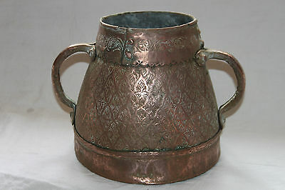 Antique container east in copper. measure d'alms. Art Islamic. 18 th