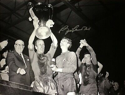 BOBBY CHARLTON SIGNED MANCHESTER UNITED 1968 EUROPEAN CUP FINAL 16x12 PHOTO