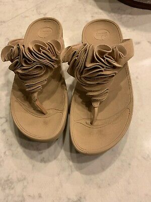 1e51b6a65 WOMENS FITFLOP SANDALS sz 9 Thongs Suede Ruffle Top -  19.99
