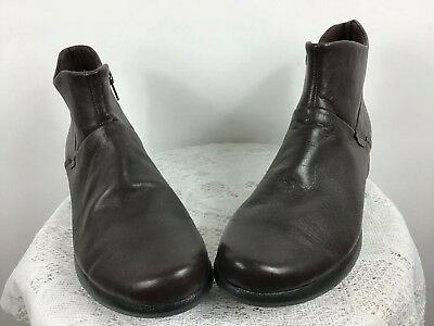 87b9dd200396 Clarks Cushion Soft Women s Brown Leather Side Zip Ankle Boots Size 8.5