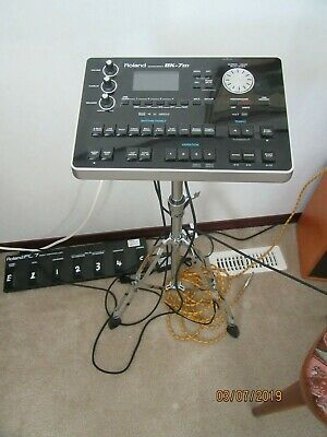 BK7M Roland Arranger with stand and pedalboard