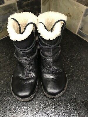 e8bf9645543 UGG AUSTRALIA CASPIA 1932 Ankle Boots Black Leather Shearling Lined ...