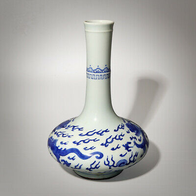 Wonderful Chinese Porcelain Vase Blue and White Dragons Vase Great Collection