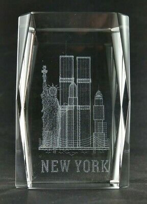 NEW YORK Twin Towers 3D Laser Etched Crystal Glass Paperweight Souvenir 3-D Glas
