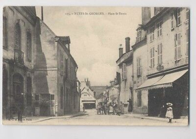 NUITS-SAINT-GEORGES (21 - Côte d'Or) - Place St-Denis - Animée
