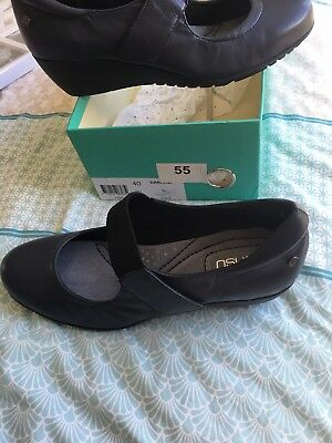 Zensu Navy Leather Shoes Size 9 40 Nursing Office