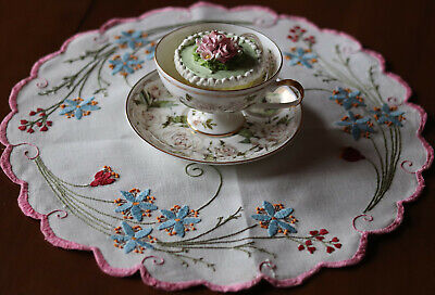 """Vintage Hand Embroidered Table Topper Doily Centerpiece  15.5"""""""